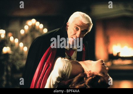 LESLIE NIELSEN & AMY YASBECK DRACULA: DEAD & LOVING IT (1995) - Stock Image