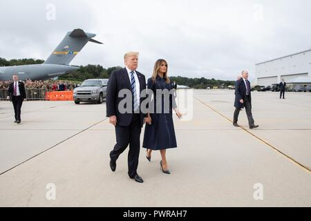 U.S President Donald Trump walks with First Lady Melania Trump as they arrive for a memorial ceremony on the 9/11 anniversary at the John Murtha Johnstown-Cambria County Airport September 11, 2018 in Johnstown, Pennsylvania. The president and first lady will attend the memorial at the Flight 93 National Memorial in Shanksville. - Stock Image
