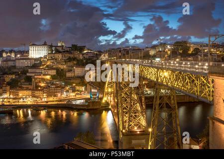 Dom Luis I Bridge over the River Douro, Porto, Portugal - Stock Image
