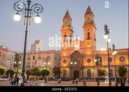 View of the Plaza San Antonio, a square in the historic quarter of Cádiz, at sunset.  In the centre is San - Stock Image