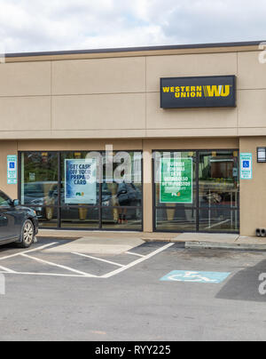GASTONIA, NC, USA-3/14/19: A Western Union Office, vertical view. People visible inside. - Stock Image