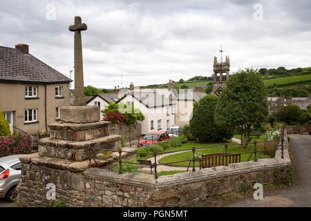 UK, England, Devon, Dartmoor, Sticklepath village, St Mary's church. ancient Guild Chapel, 14th century cross - Stock Image