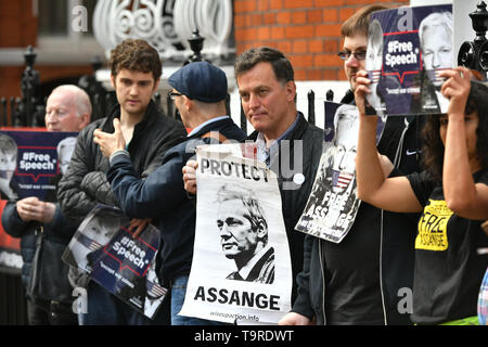 Julian Assange supporters outside the Ecuadorian embassy in London on the day that Swedish prosecutors have submitted an application for a detention order against the WikiLeaks founder. - Stock Image