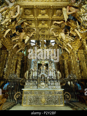 Main altar of the Cathedral of Santiago de Compostela. Gothic altar remodeled in exuberant baroque by Jose Vega y Verdugo. The Baldachin,17th century, author Domingo de Andrade (1639-1712). A bejeweled medieval statue of St. James (12th century). Santiago de Compostela Cathedral. Santiago de Compostela, province of La Coruña, Galicia, Spain. - Stock Image