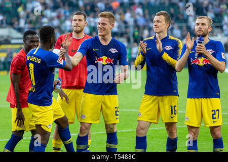 sports, football, Bundesliga, 2018/2019, Borussia Moenchengladbach vs RB Leipzig 1-2, Stadium Borussia Park, after the match the Leipzig players celebrate the win with their fans, f.l.t.r. Bruma (RBL), Amadou Haidara (RBL), keeper Marius Mueller (RBL), two-time goal scorer Marcel Halstenberg (RBL), Lukas Klostermann (RBL), Konrad Laimer (RBL), DFL REGULATIONS PROHIBIT ANY USE OF PHOTOGRAPHS AS IMAGE SEQUENCES AND/OR QUASI-VIDEO - Stock Image