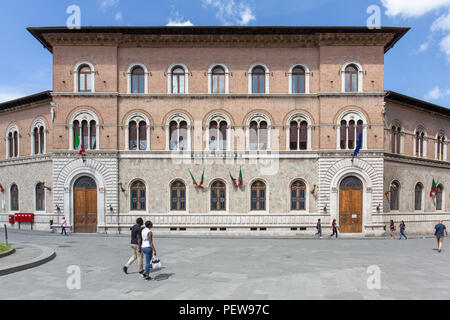 Exterior of the post office on Piazza Giacomo Matteotti in Siena, Tuscany, Italy - Stock Image