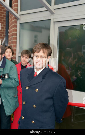 Elton John formally opens the Department of Sexual Health of King's Healthcare. Elton originally laid the foundation stone of the £1.7m building and has been a strong supporter of the project since it's inception, helping to raise funds for the project through the Elton John AIDS Foundation. 30th November 1993. - Stock Image