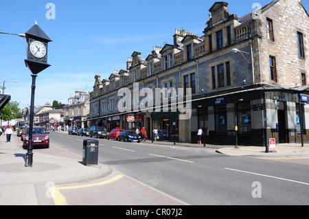 Shops on Atholl Road, the A924 as it passes through the Perthshire town of Pitlochry - Stock Image