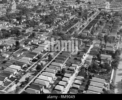Aerial view of bungalows on the SW side of Chicago near Midway airport, ca. 1964. - Stock Image