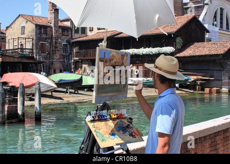 Artist painting en plein air, Venice, Italy - Stock Image