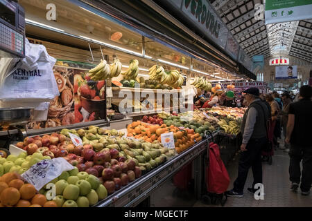 Stalls inside the popular Mercado Central shopping market, North Cuitat Vella district, Valencia, Spain. - Stock Image