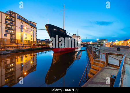 Night view of new Fingal floating hotel in Leith docks, Edinburgh, Scotland, UK - Stock Image