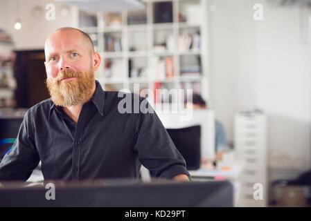 Mature man looking at camera - Stock Image