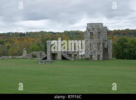 Stone wall ruins of historic Maribel Caves Hotel building in Wisconsin after 2013 storm damage. - Stock Image