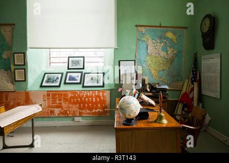 Ireland, County Limerick, Limerick City, Frank McCourt Museum, 1930's replica schoolhouse - Stock Image