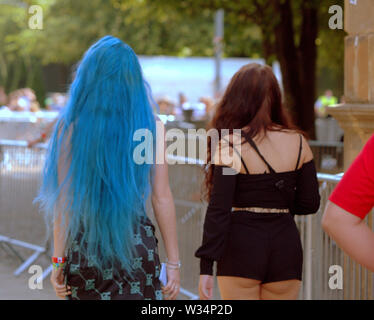 Glasgow, Scotland, UK. 12th July, 2019. Clyde street saw throngs of youngsters on the road to TRNSMT festival at Glasgow Green alomg the river Clyde walkway. Credit: gerard ferry/Alamy Live News - Stock Image