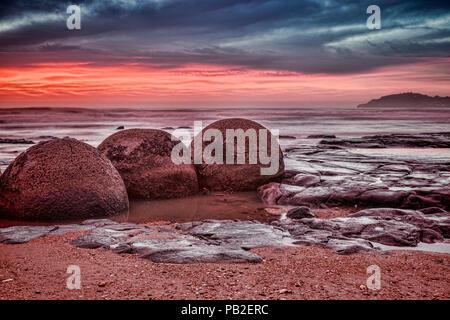 Sunrise at Moeraki Boulders, Otago, New Zealand. - Stock Image