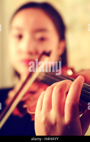 Chinese violinist woman - Stock Image