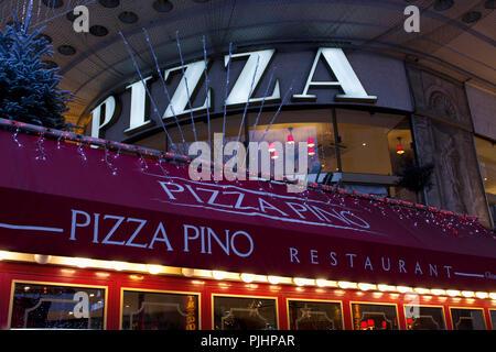 France, Paris, The Champs-Elysees, pizzeria. - Stock Image