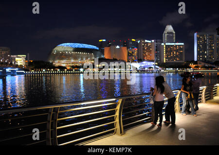 Singapore skyline at twilight seen from Merlion Park SIN - Stock Image