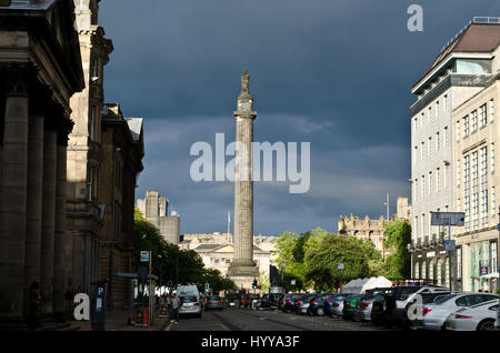 Partial view of George street in Edinburgh's New Town. In the distance are St Andrew square and the Melville - Stock Image