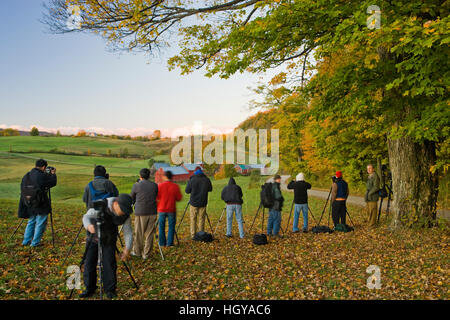Photographers line up to shoot the Jenne Farm in Woodstock, Vermont.  Fall. - Stock Image