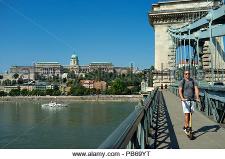Buda Castle (Royal Palace), on Castle Hill, as seen from the Széchenyi Chain Bridge, in Budapest, Hungary. - Stock Image