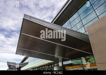 The new Calgary International Airport (YYC) departure level - Stock Image