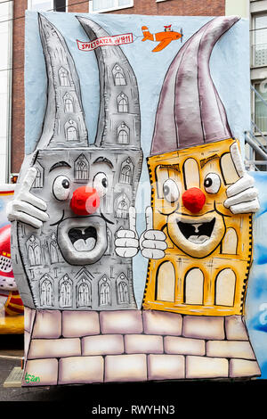 Düsseldorf, Germany. 4 March 2019. Town rivalry between Cologne and Düsseldorf. The annual Rosenmontag (Rose Monday or Shrove Monday) carnival parade takes place in Düsseldorf. - Stock Image