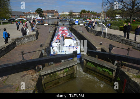 A narrowboat traversing a lock on the Stratford Canal, Stratford upon Avon, Warwickshire - Stock Image