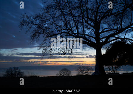 Sleepy Hollow New York, USA. 15 February 2018: USA Weather - a stunning sunset over the Hudson River as unseasonably - Stock Image