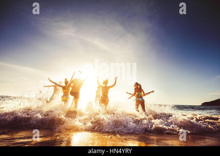 Big group friends sun beach travel - Stock Image