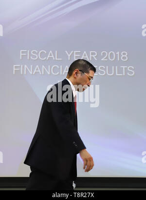 Yokohama, Japan. 14th May, 2019. Japan's automobile giant Nissan Motor president Hiroto Saikawa leaves a press confrence aster he announced the company's financial result ended March 31 at the Nissan headquarters in Yokohama, suburban Tokyo on Tuesday, May 14, 2019. Nissan posted operating profit of 318.2 billion yen and net revenues of 11.57 trillion yen for the fiscal year 2018. Credit: Yoshio Tsunoda/AFLO/Alamy Live News - Stock Image