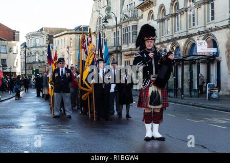 Trowbridge, Wiltshire, UK. 11th Nov, 2018. Remembrance parade standing reading Credit Estelle Bowden/Alamy Live news - Stock Image