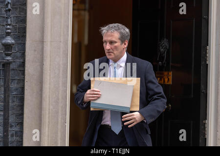 London 26th March 2019, Damian Hinds PC MP Education Secretary leaves a Cabinet meeting at 10 Downing Street, London Credit: Ian Davidson/Alamy Live News - Stock Image