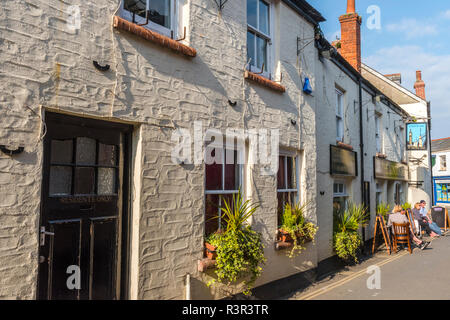 The London Inn is a traditional English pub on Lanadwell Street in Padstow, Cornwall, England - Stock Image