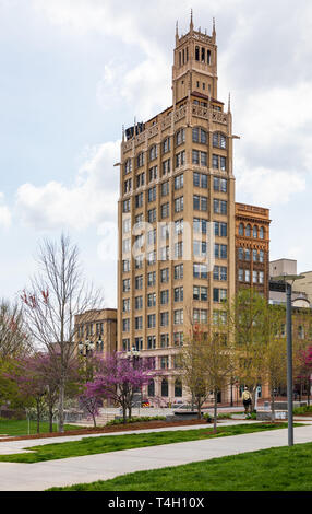 ASHEVILLE, NC, USA-4/11/19:  The Jackson building in early spring, in Pack Square, with one person walking. Redbud in bloom. - Stock Image
