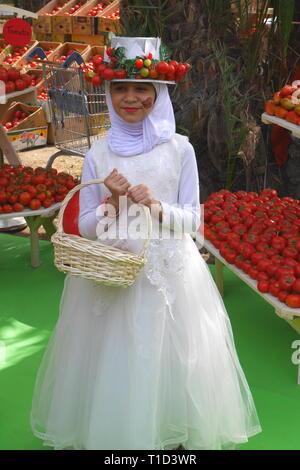 Bahraini girl at the Tomato Festival, farmer's market, Budaiya, Kingdom of Bahrain - Stock Image