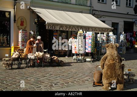 Berlin center Nikolaiviertel souvenir shop near Nicolai church - Stock Image