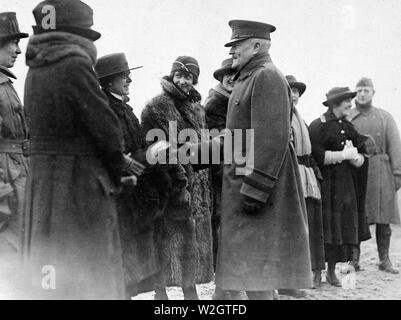 General John J. Pershing, Commander in Chief, A.E.F., talking to Red Cross women. Forwarding Camp, Near Le Mans, Sarthe, France ca. 1/29/1919 - Stock Image