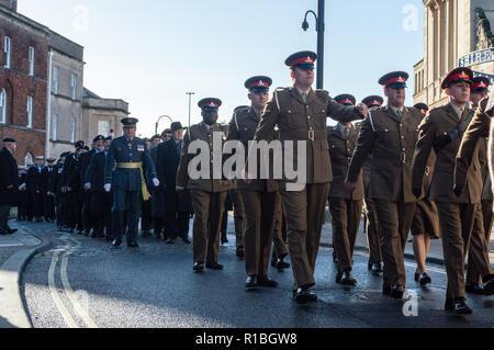 Trowbridge, Wiltshire, UK. 11th Nov, 2018. Army regiment in remembrance parade Credit Estelle Bowden/Alamy Live news - Stock Image