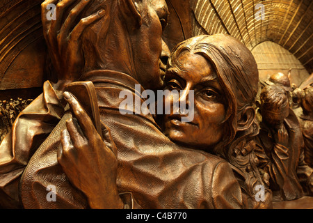 England, London, St. Pancras Staton. The 30ft statue by artist Paul Day forms the centrepiece of the newly refurbished - Stock Image