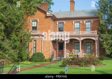 JONESBOROUGH, TN, USA-9/29/18: An elegant, vintage brick home in downtown. - Stock Image