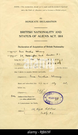 Form, British Nationality and Status of Aliens Act, 1914, completed and dated 31 May 1947, rubber stamped by the Home Office, 12 June 1947. Declaration of Acquisition of British Nationality. - Stock Image