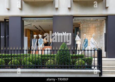 PARIS, FRANCE - JULY 22, 2017: Max Mara fashion luxury store in avenue Montaigne in Paris, France. - Stock Image