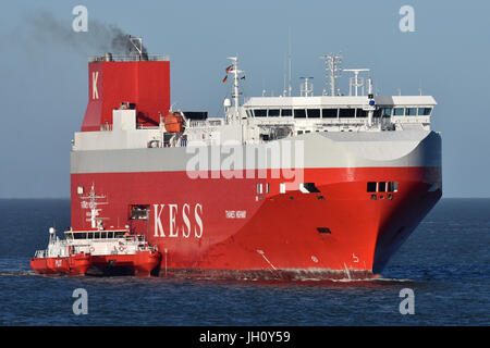 Thames Highway taking pilot off Cuxhaven - Stock Image