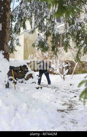 Chappaqua, NY, USA, 8th March 2018. Digging out from the biggest snowstorm in years which buried the suburban Westchester - Stock Image
