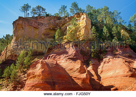 Roussillon : the famous ochre quarry in Luberon - Provence (France) - Stock Image