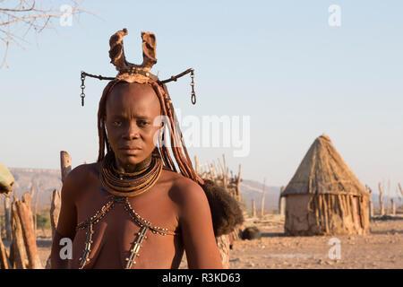 Africa, Namibia, Opuwo. Himba woman in traditional dress. Credit as: Wendy Kaveney / Jaynes Gallery / DanitaDelimont.com - Stock Image