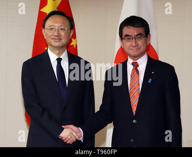 Tokyo, Japan. 17th May, 2019. Chinese top diplomat and Political Bureau member Yang Jiechi (L) shakes hands with Japanese Foreign Minister Taro Kono prior to their talks at Kono's office in Tokyo on Friday, May 17, 2019. Yang is now in Japan to hold talks with Japanese officials as Chinese President Xi Jinping will visit Japan for the G20 summit meeting in Osaka next month. Credit: Yoshio Tsunoda/AFLO/Alamy Live News - Stock Image